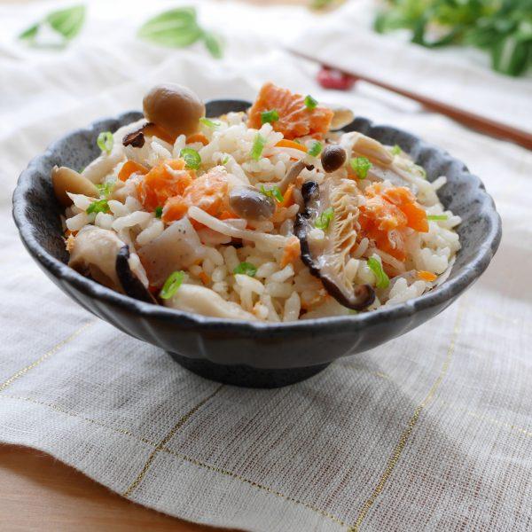 【影音】鮭魚五目炊飯
